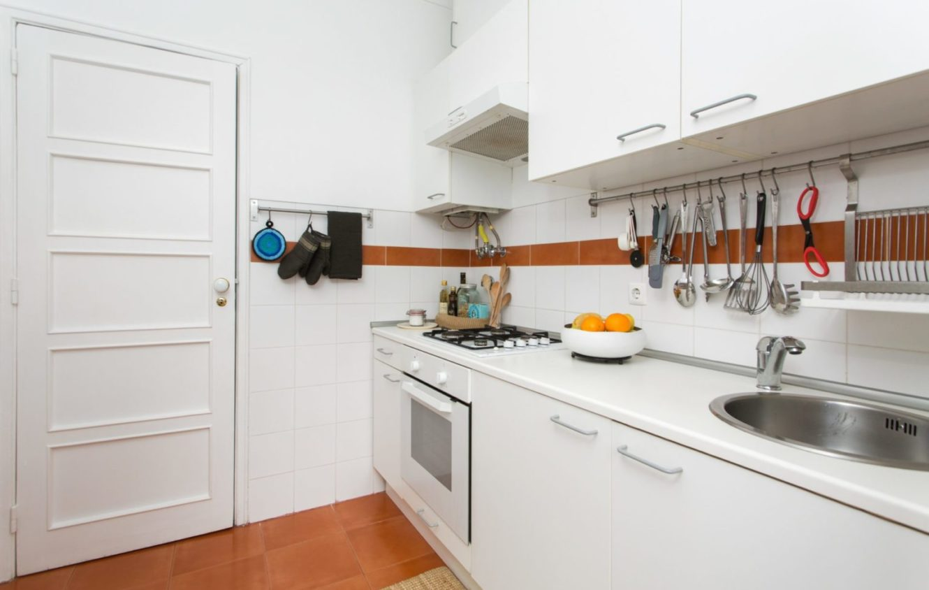Fully equiped kitchen at the apartment in Algés Portugal